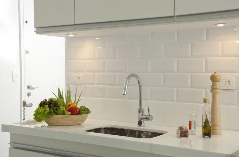 Subway tiles 8 cozinhas que apostam no revestimento  Cerâmica, Ladrilhos de -> Banheiro Decorado Com Revestimento Eliane