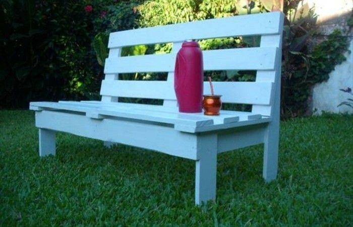 Diy Deco Jardin Simple Petit Banc Palette Blanc Au Milieu D Un
