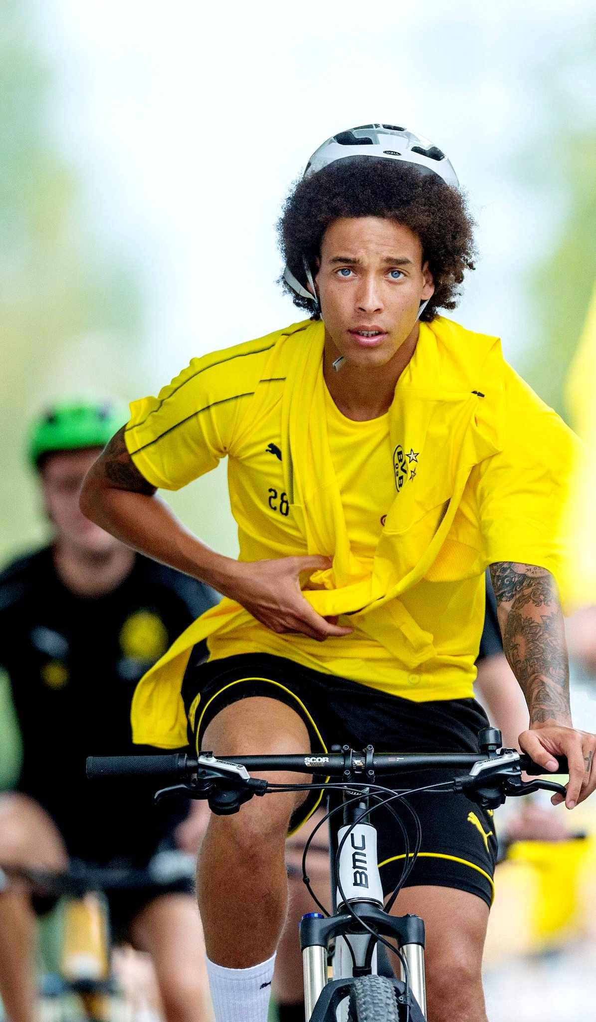 Axel Witsel Bij Dortmund. | Football Players, Dortmund, Axel Witsel