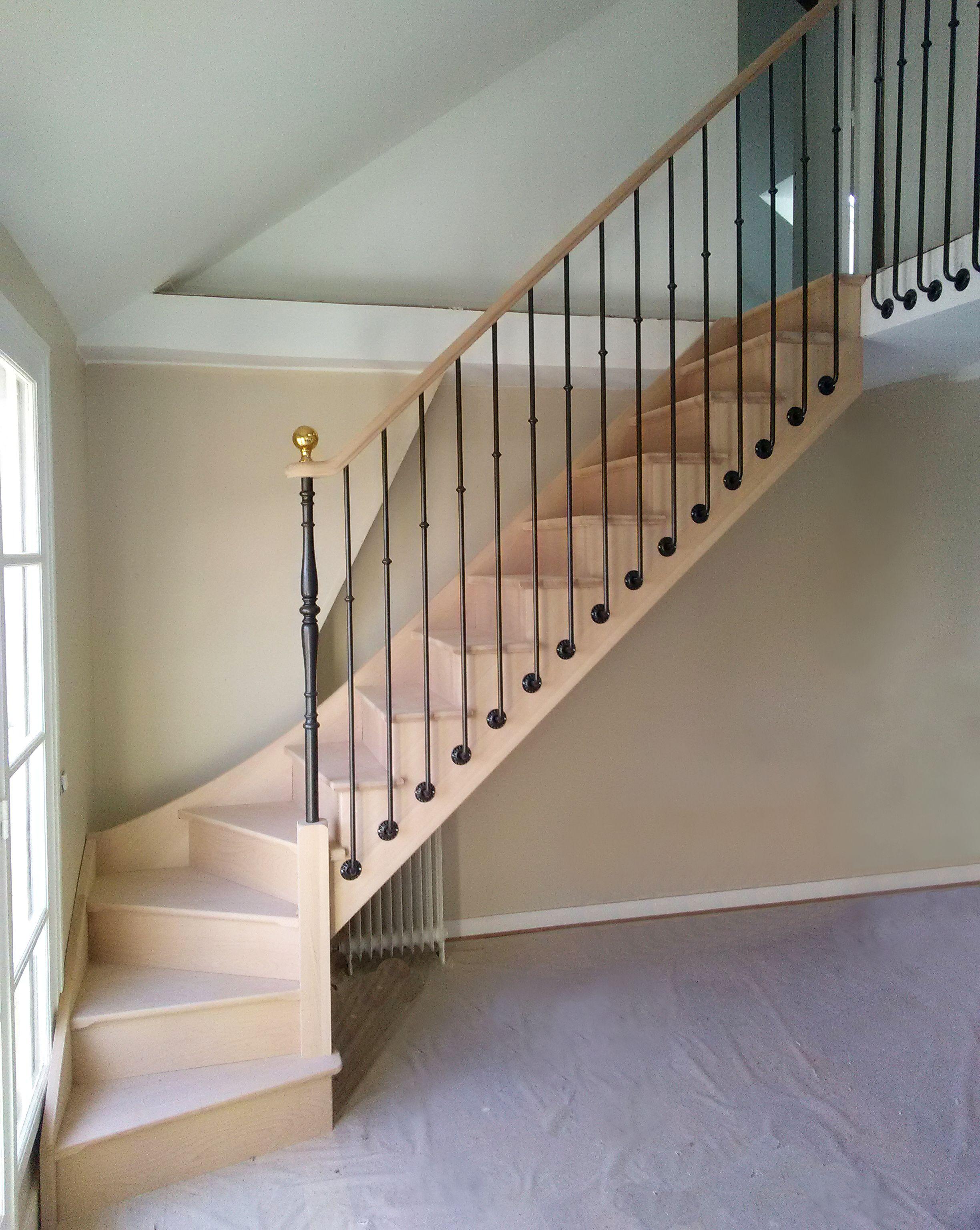 Escalier Quart Tournant En Hetre Avec Balustres Metalliques