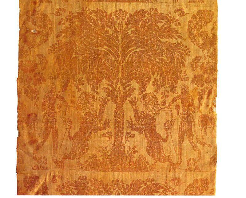 「花樹獅子人物文白橡綾(かじゅししじんぶつもんしろつるばみあや)」8世紀