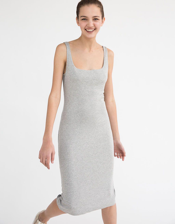 dc61b0231 Vestido de punto ajustado. Descubre ésta y muchas otras prendas en Bershka  con nuevos productos cada semana