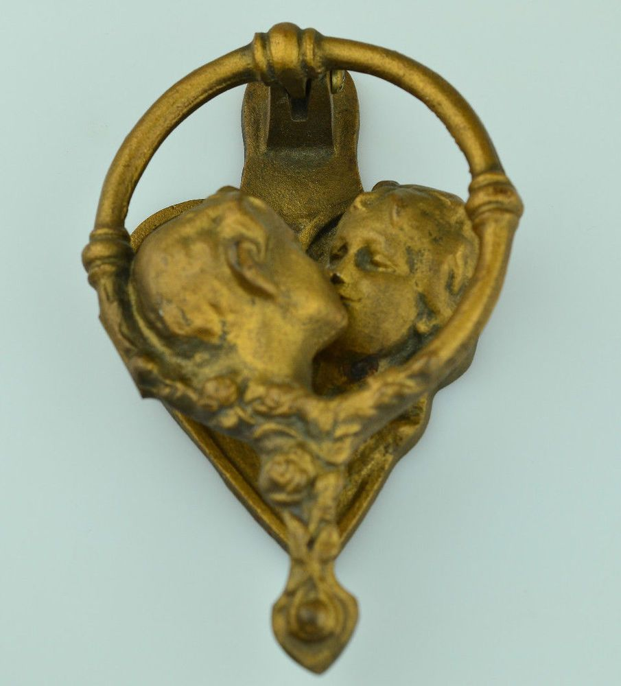 VINTAGE BRASS DOOR KNOCKER WITH KISSING COUPLE ON HEART ROMANTIC GIFT FOR  LOVERS - VINTAGE BRASS DOOR KNOCKER WITH KISSING COUPLE ON HEART ROMANTIC