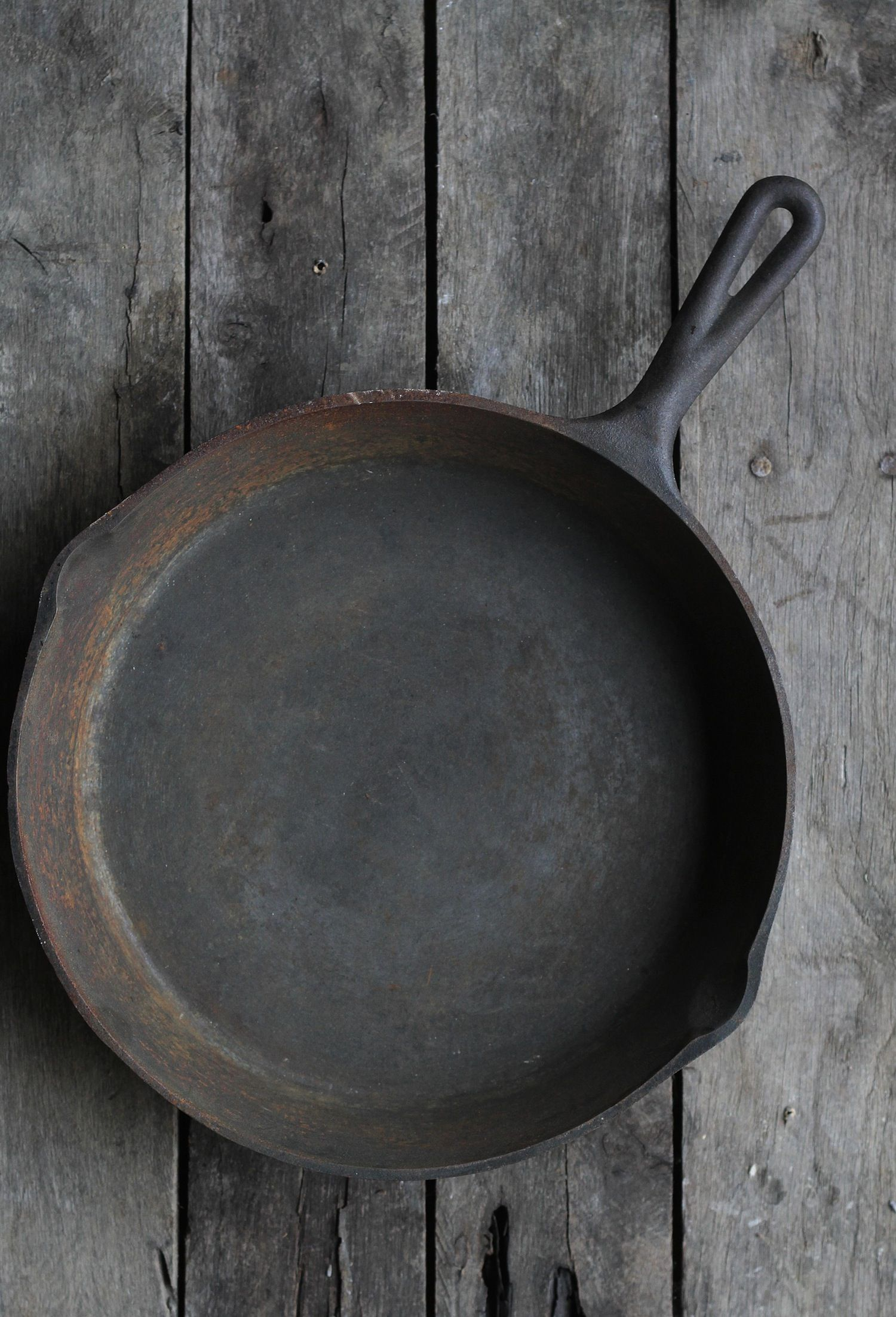 how to clean rusty cast iron stove
