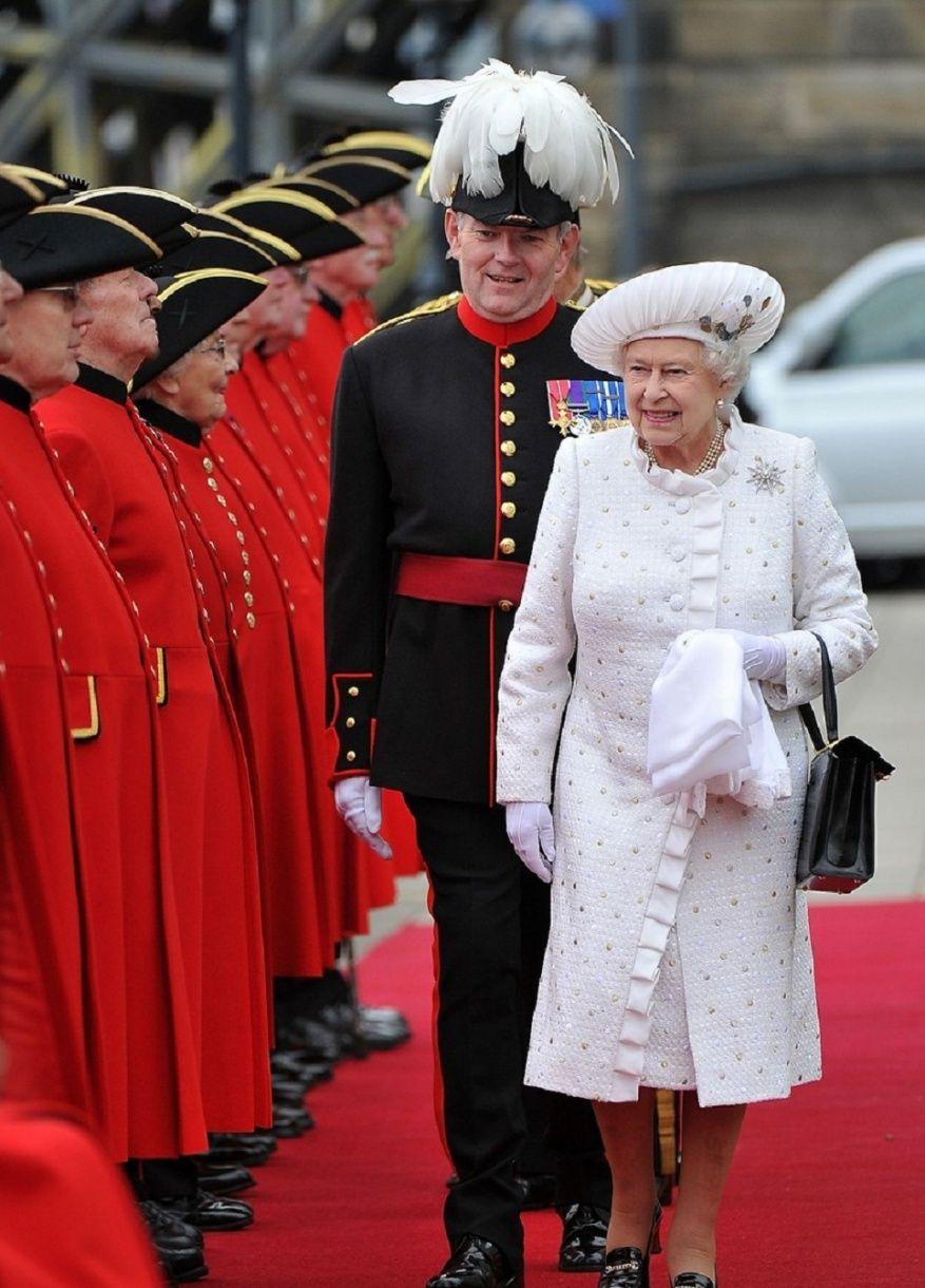 Archives Aout 2012 Princess Monarchy Robes Royales Reine Elisabeth Ii Elisabeth Ii
