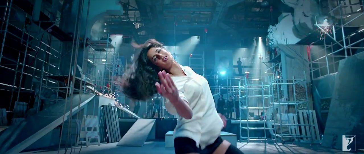 Dhoom 3 - Sexy Katrina Kaif On White Shirt In The Kamli -4268