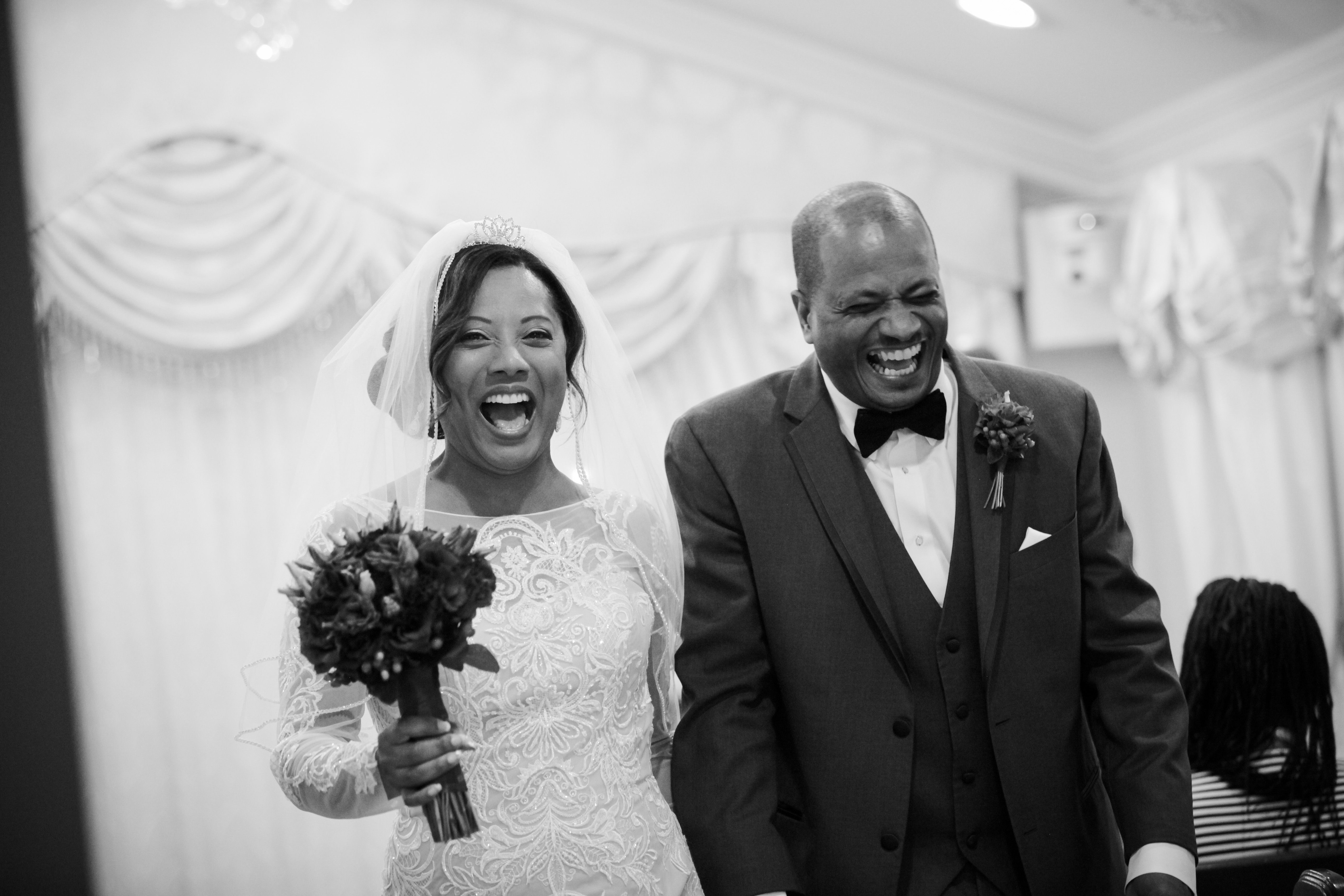 Ways To Have Fun At Your Vegas Wedding Be Happy And Smile As You Walk Down The Aisle Tip From Planners Chapel Of Flowers