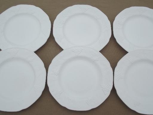 4 Vintage Indiana Colony Milk Glass Harvest Grape Dinner Plates