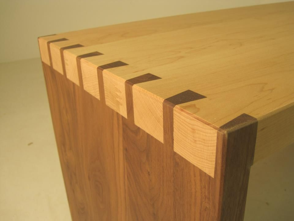 Sofa side table in contrasting maple and american black for Table joints