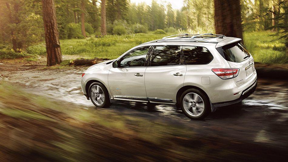 2014 Pathfinder Hybrid Platinum Shown In Moonlight White With