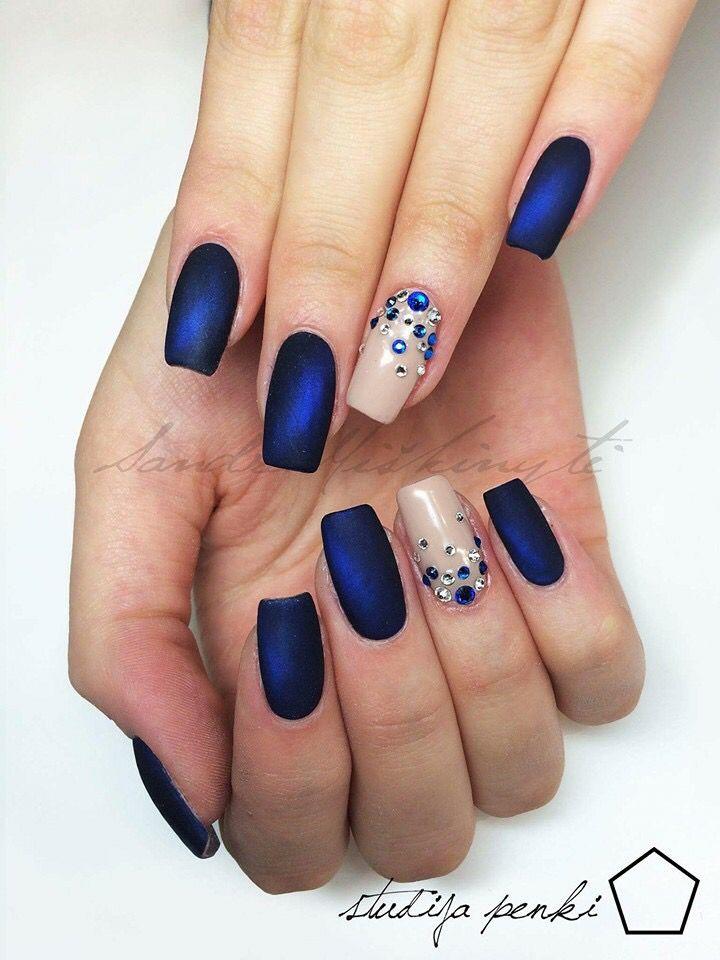 Uñas Azules Mate Y Nude Con Brillos Piedras Diseño De Uñas En