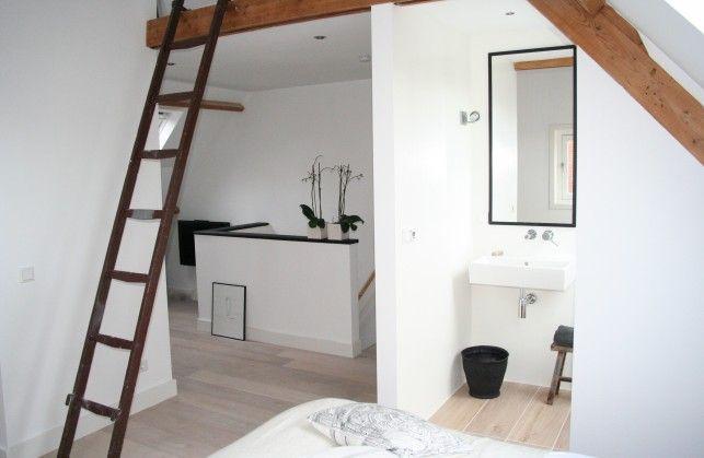 Indeling zolder? slaapkamer naast half open badkamer aan achterzijde
