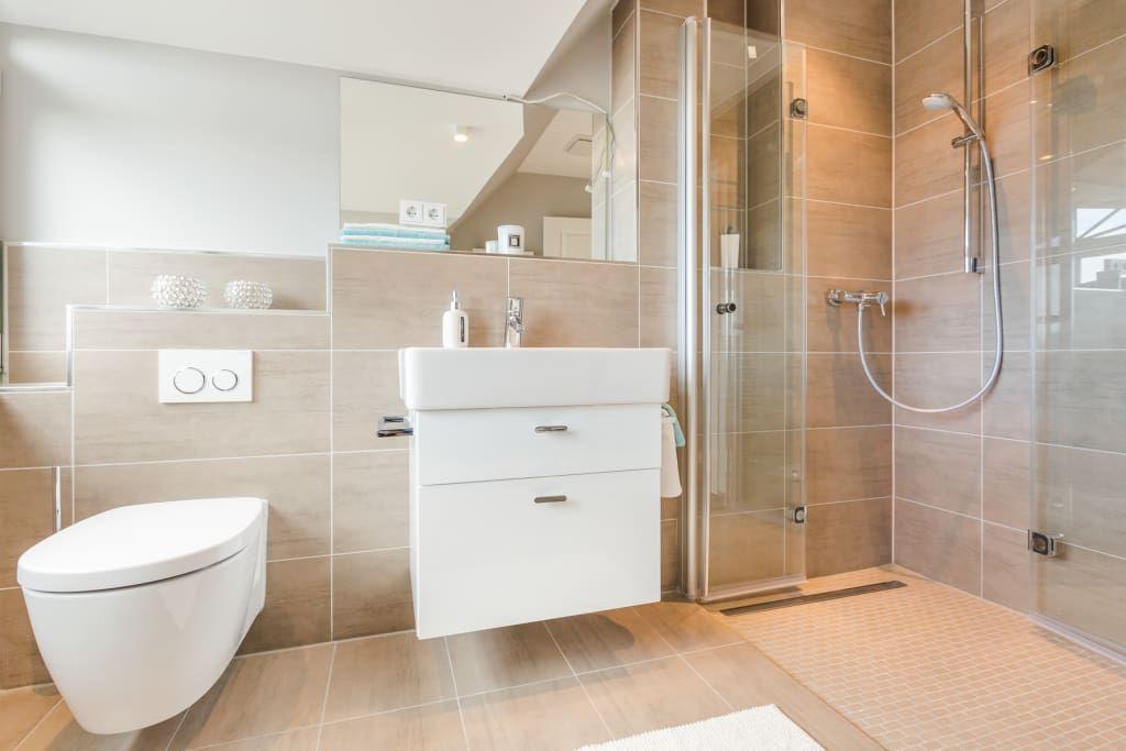 Moderne Badezimmermöbel ~ Moderne badezimmer bilder einrichtung musterwohnung in westerland