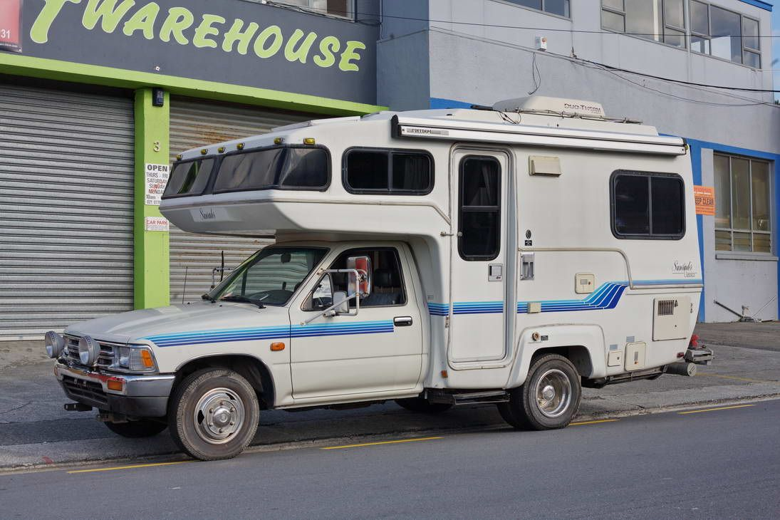 Toyota Sunrader motorhome -- fuel injected, 18ft model with big
