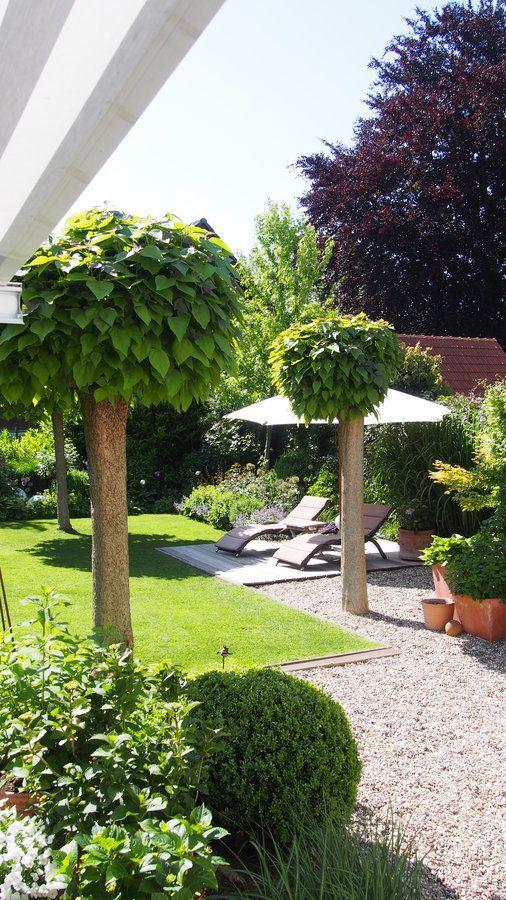 Klare Linien und Kies im Garten, sehr gemütlich und aufgeräumt ...