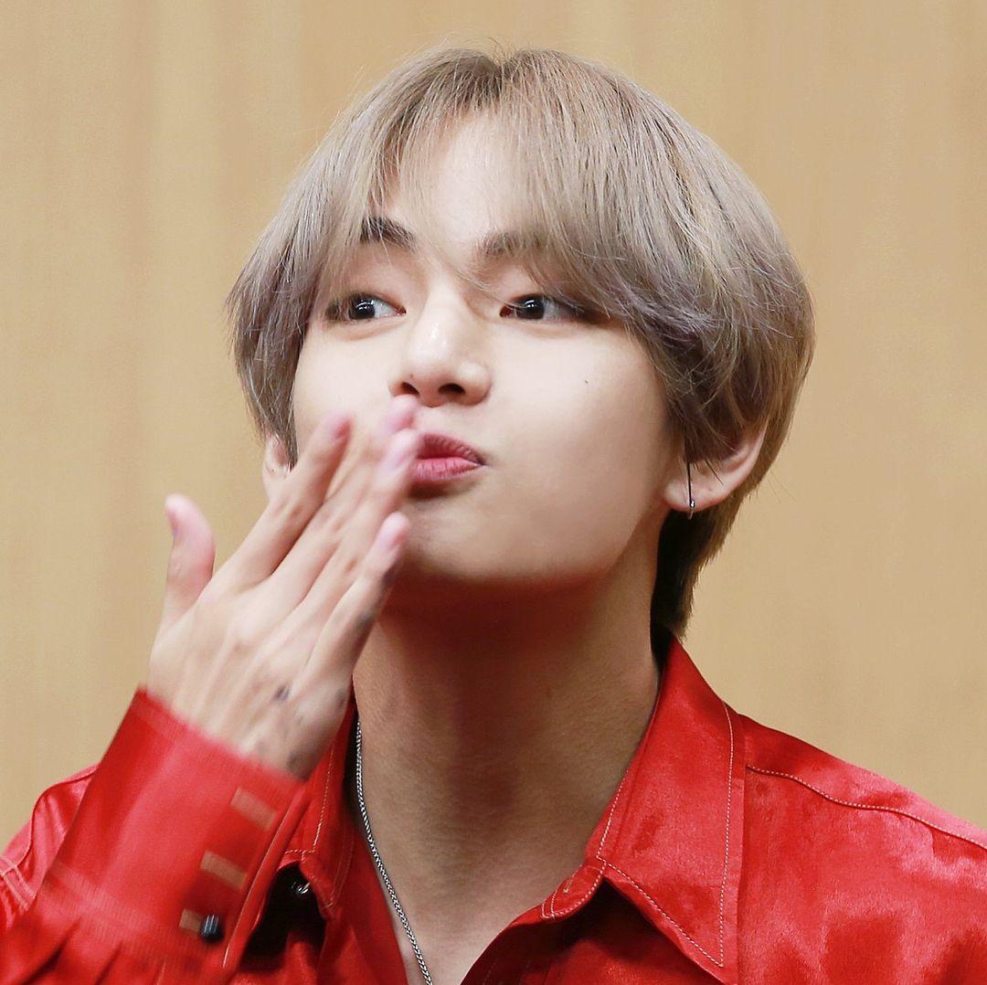 Most Handsome K Pop Male Idols Bts V Kim Tae Hyung Kpop K Pop Music K Pop Boy Groups Best K Pop Boy Bands Top K Taehyung Bts Taehyung V Taehyung