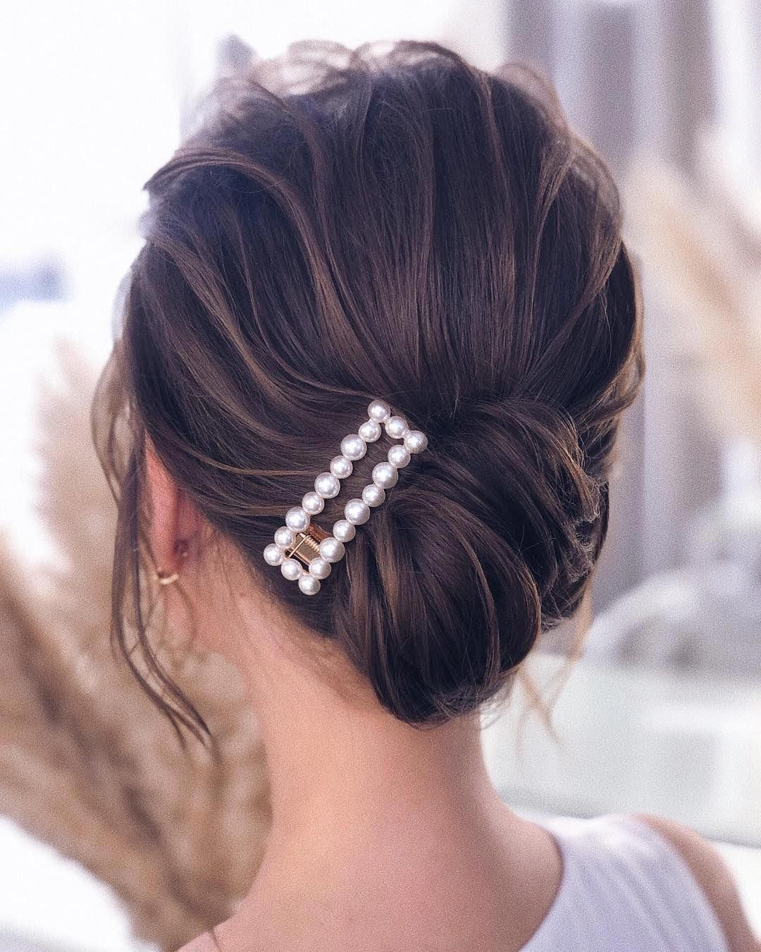 Do you wanna learn how to styling your own hair? Well, just visit our web site to seeing more amazing video tutorials! #hairtutorial #braidtutorials #hairvideo #videotutorial #updotutorial #updoideas #weddinghair #bridalhair #messyUpdos #hairclips