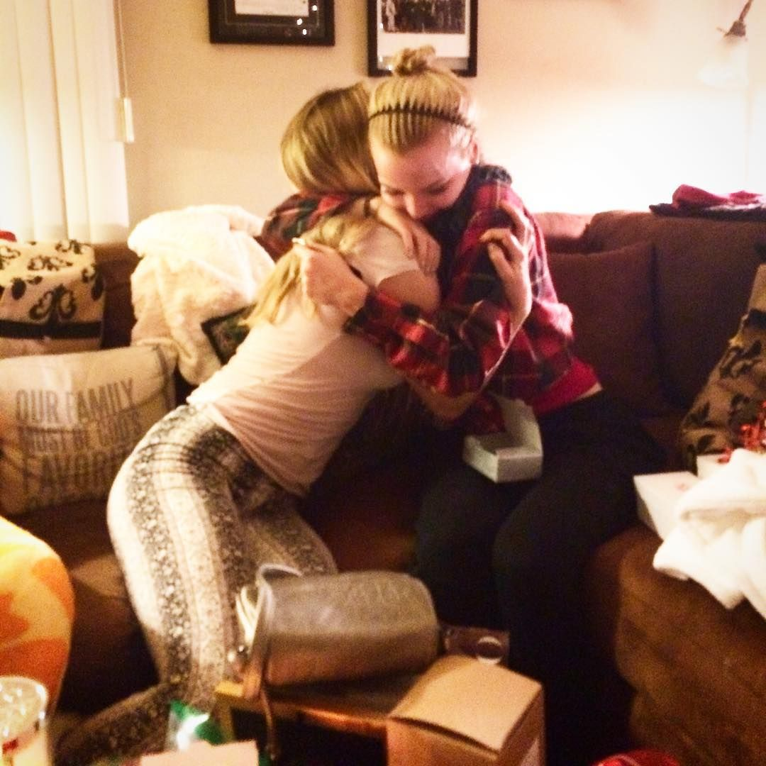 Sisters opening presents ❤️ @dovecameron