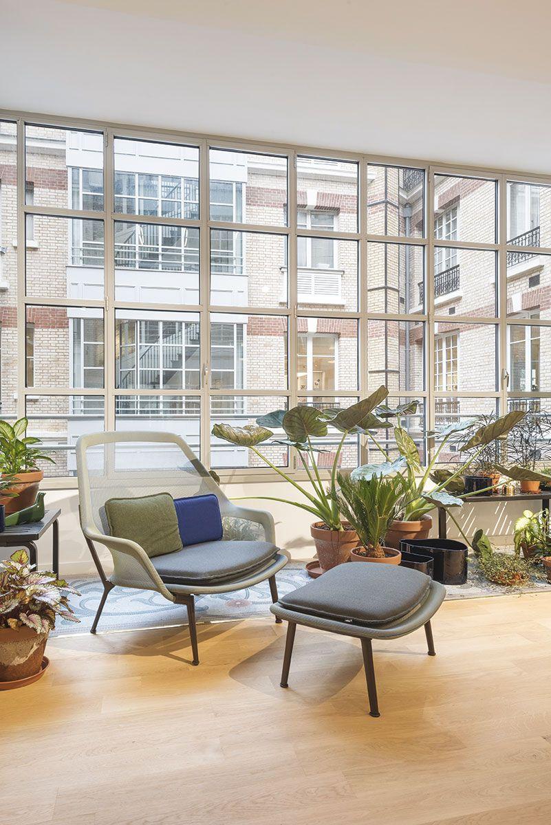 Showroom Vitra Quartier De L Opera Situe Dans Le 9e Arrondissement De Paris C Alexandra De Cossette Showroom Design Mobilier Interior Home Decor Decor