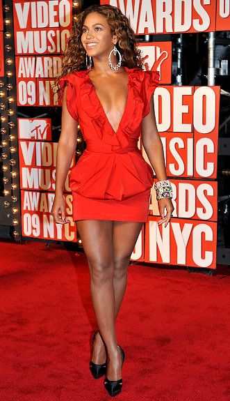 #Beyonce : Valentines Look  Little Red Dress. Red Is Perfect For Any  Occasion