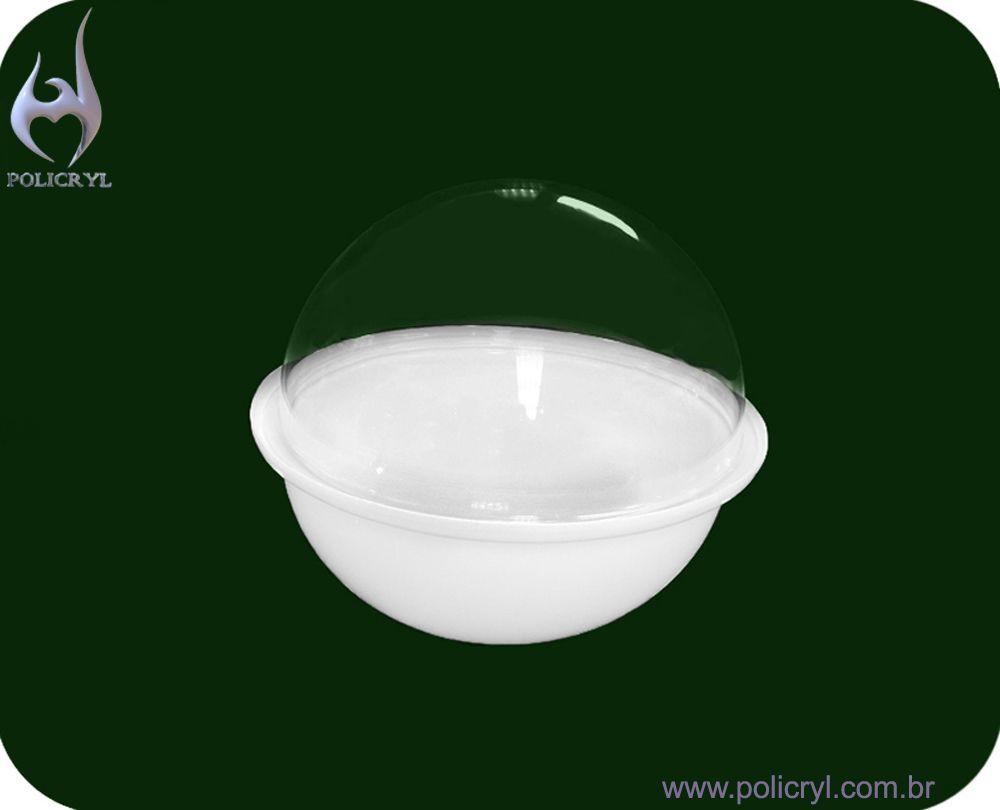 Cúpula feita com acrílico branco e cristal.  Cupola done with white and crystal acrylic.