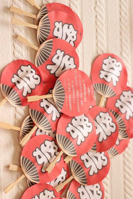 手作りのメニューカード うちわ版 夏祭り 飾り付け 手作りうちわ 夏 折り紙