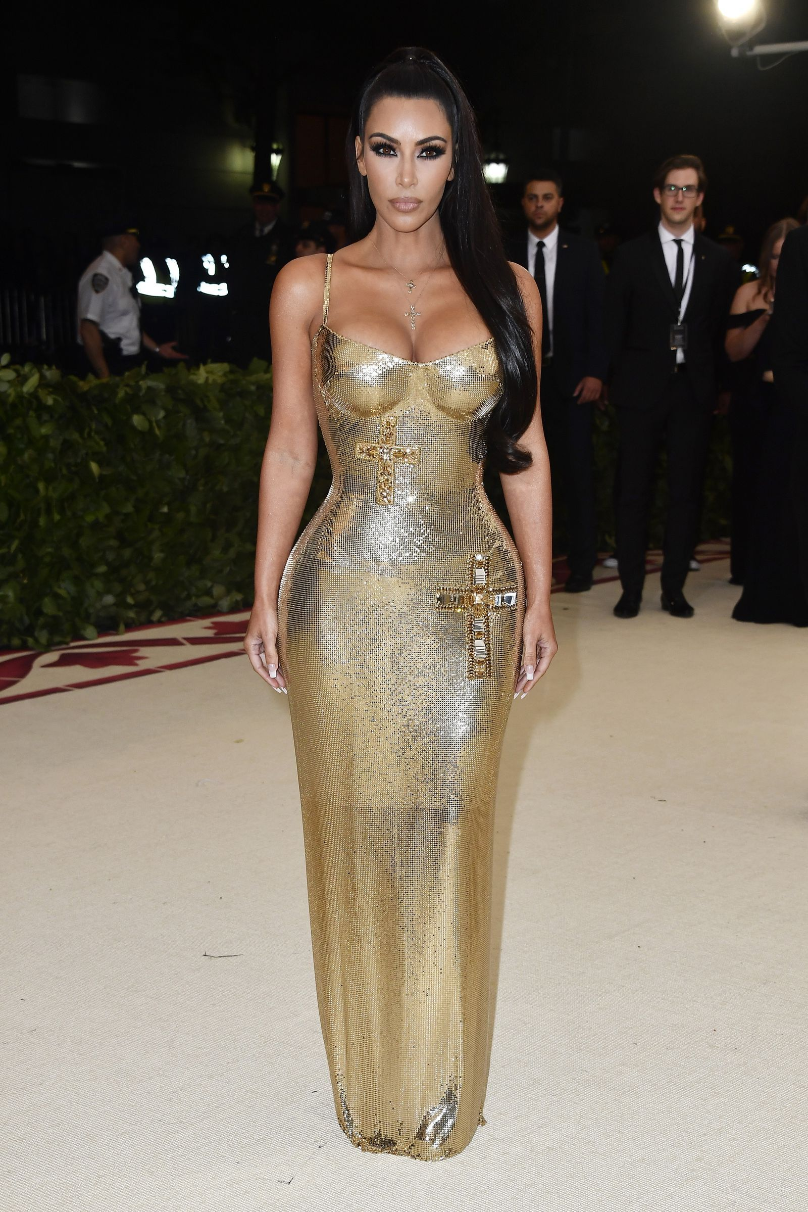 a473c989af2d Kim Kardashian Looks Unbelievably Good in This Gold Versace Dress at the  2018 Met Gala