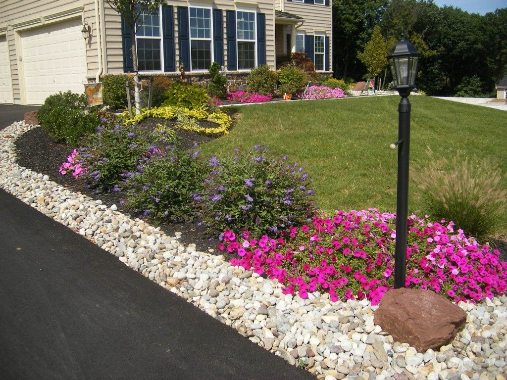 Diy landscaping ideas for front yard stle tips of diy for Pictures of front yard landscapes