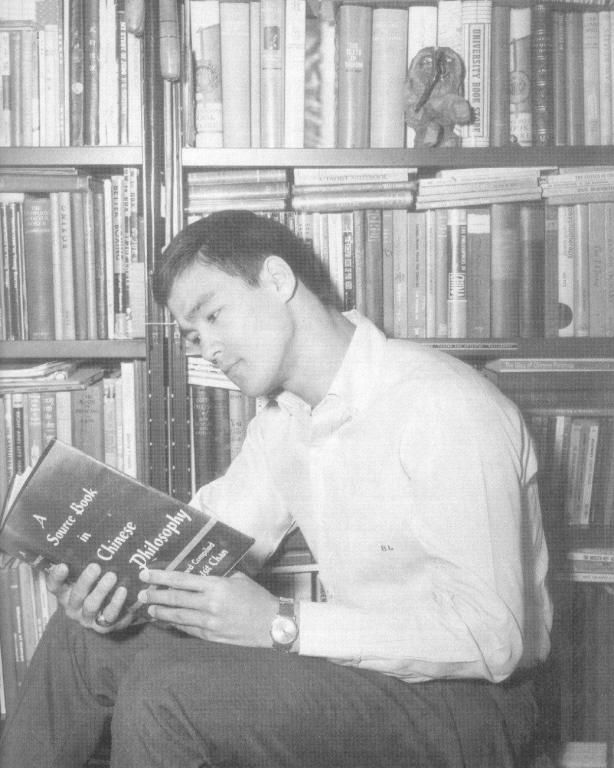 bruce lee in his  library