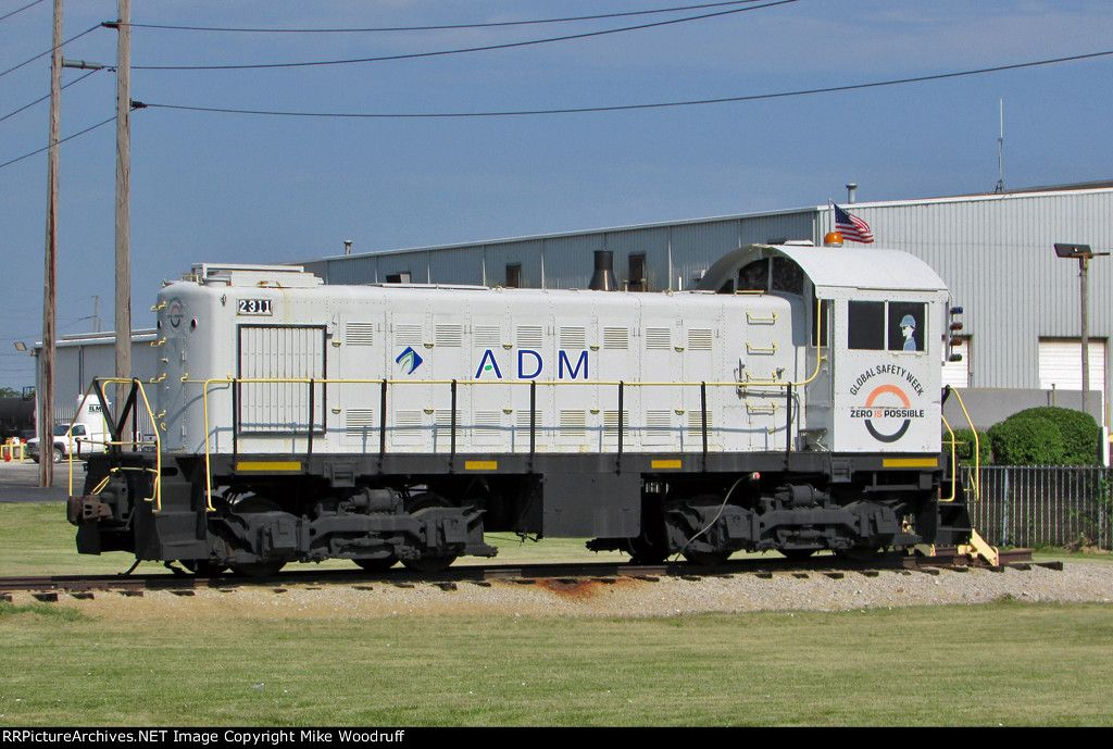 ADM has done a nice cosmetic restoration job on this old Alco. The number 2311 is their street address. She is ex-ADMX 420, exx-MFAX 420, nee-LI 420.