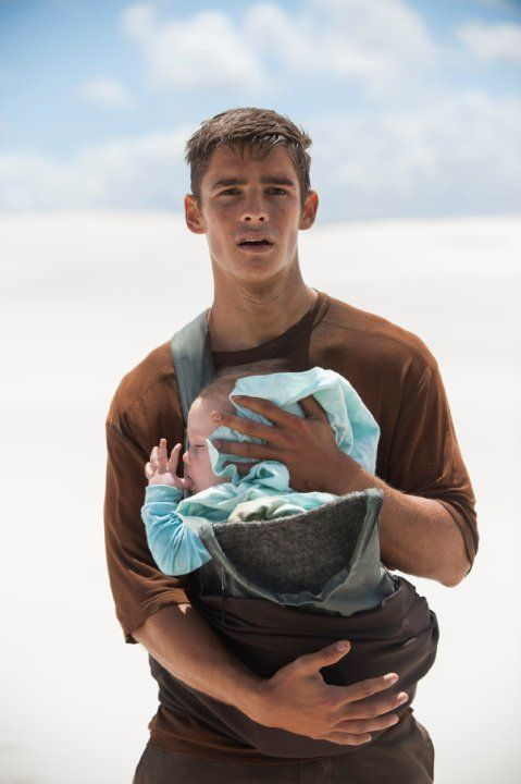 Still of Brenton Thwaites in Hüter der Erinnerung - The Giver (2014)  ---- I read the book about 14 years ago, but the exact moment I saw this picture on the IMDB front page, I knew already what it was about... so they must be doing something right.