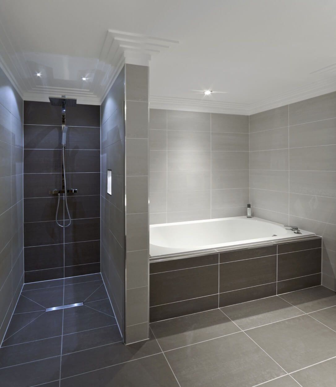 Separate Shower And Tub With Coordinating Gray Tile Bathroom Ideas Pinterest Badkamer