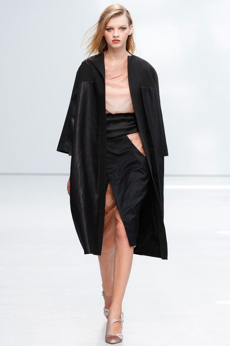 Anne Valérie Hash Spring 2013 Ready-to-Wear Collection Slideshow on Style.com