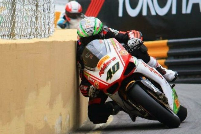 Best Racing With Images Motorcycle Motorcycle Racing Racing