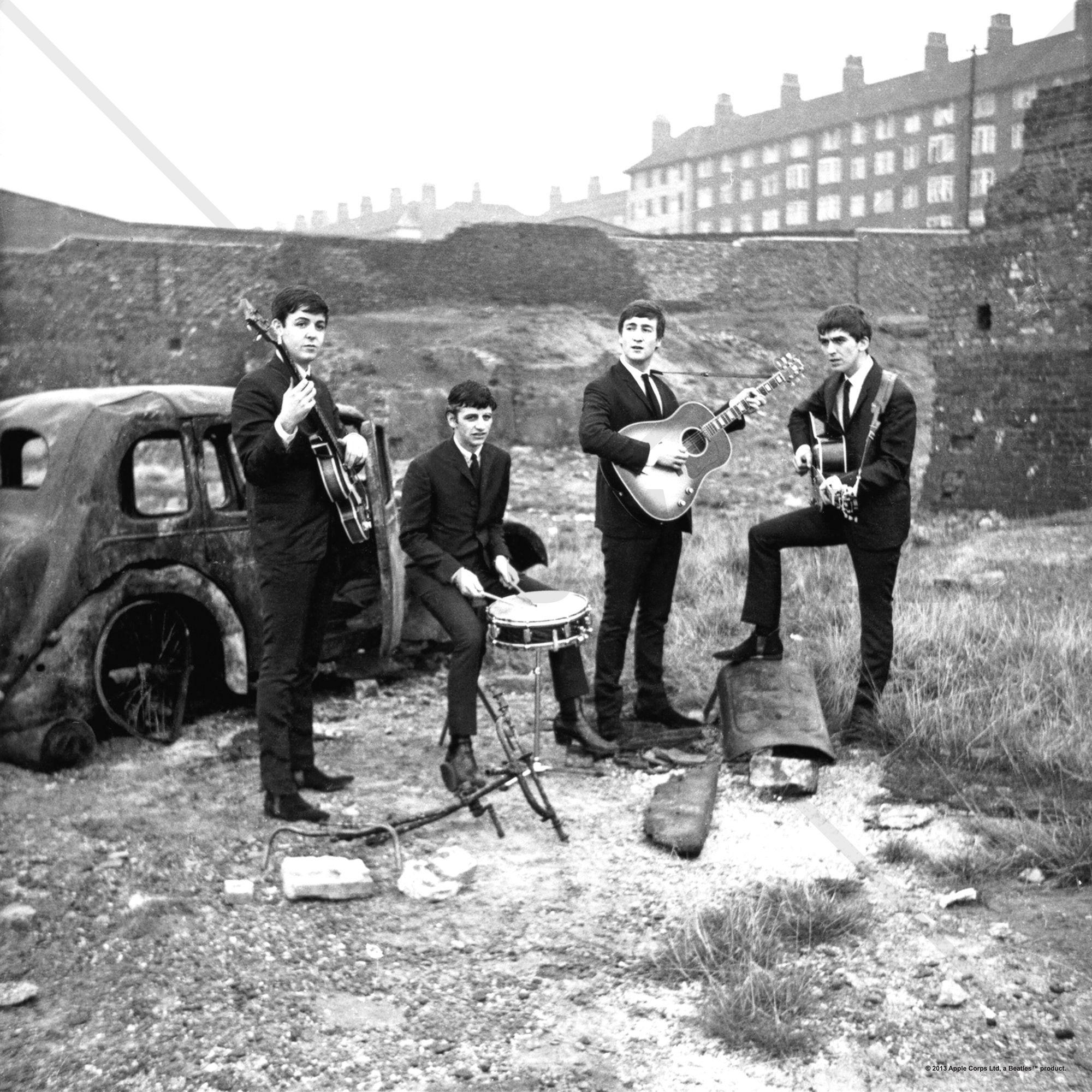 The Beatles - Abandoned Car - Tavlor på canvas - Photowall