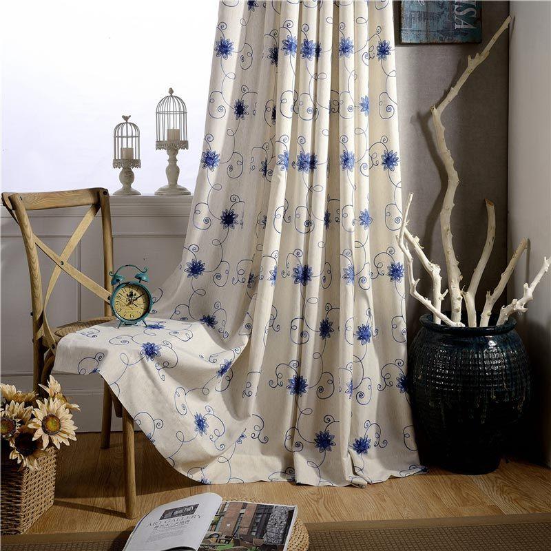 Landhaus Vorhang Blau Blumenzweige Muster im Schlafzimmer