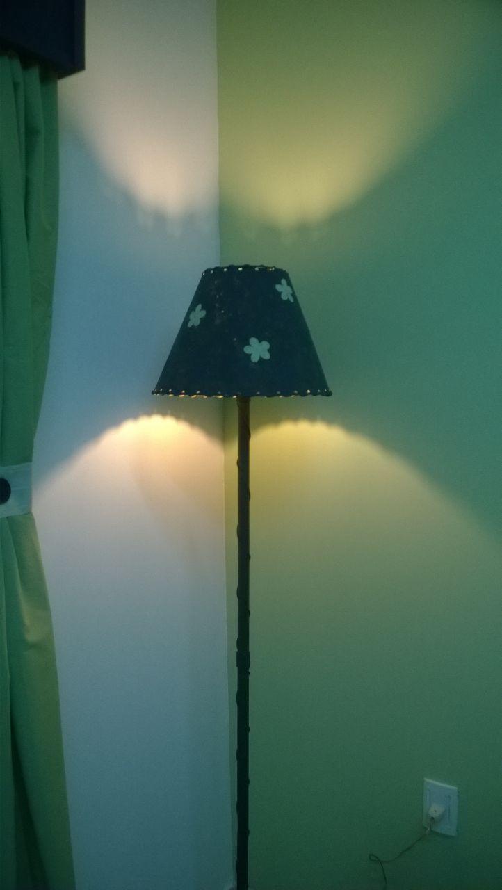 Como hacer sténcil en una pantalla de lámpara de pie
