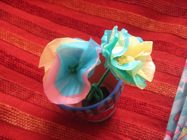 Tissue paper and pipe cleaner flowers | Special occasions ...