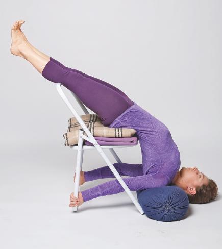 Саламба Сарвангасана Стойка на плечах на стуле  Йога