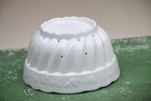 White Porcelain Fruit Bowl Strainer Colander Drain Holes Fluted Grapes Pears Ptr