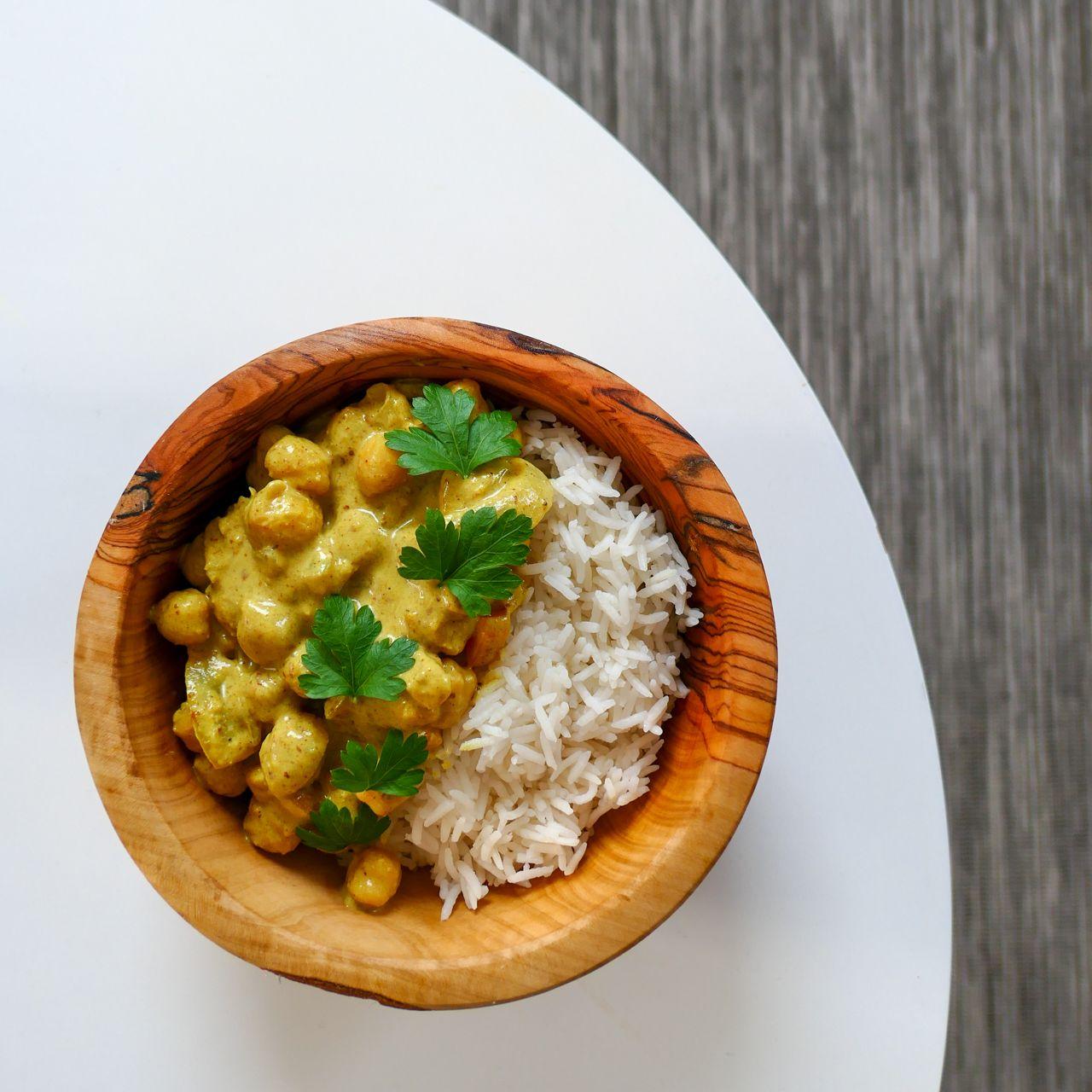 Curry de pois chiches au lait de coco - Les recettes de Julie Gri