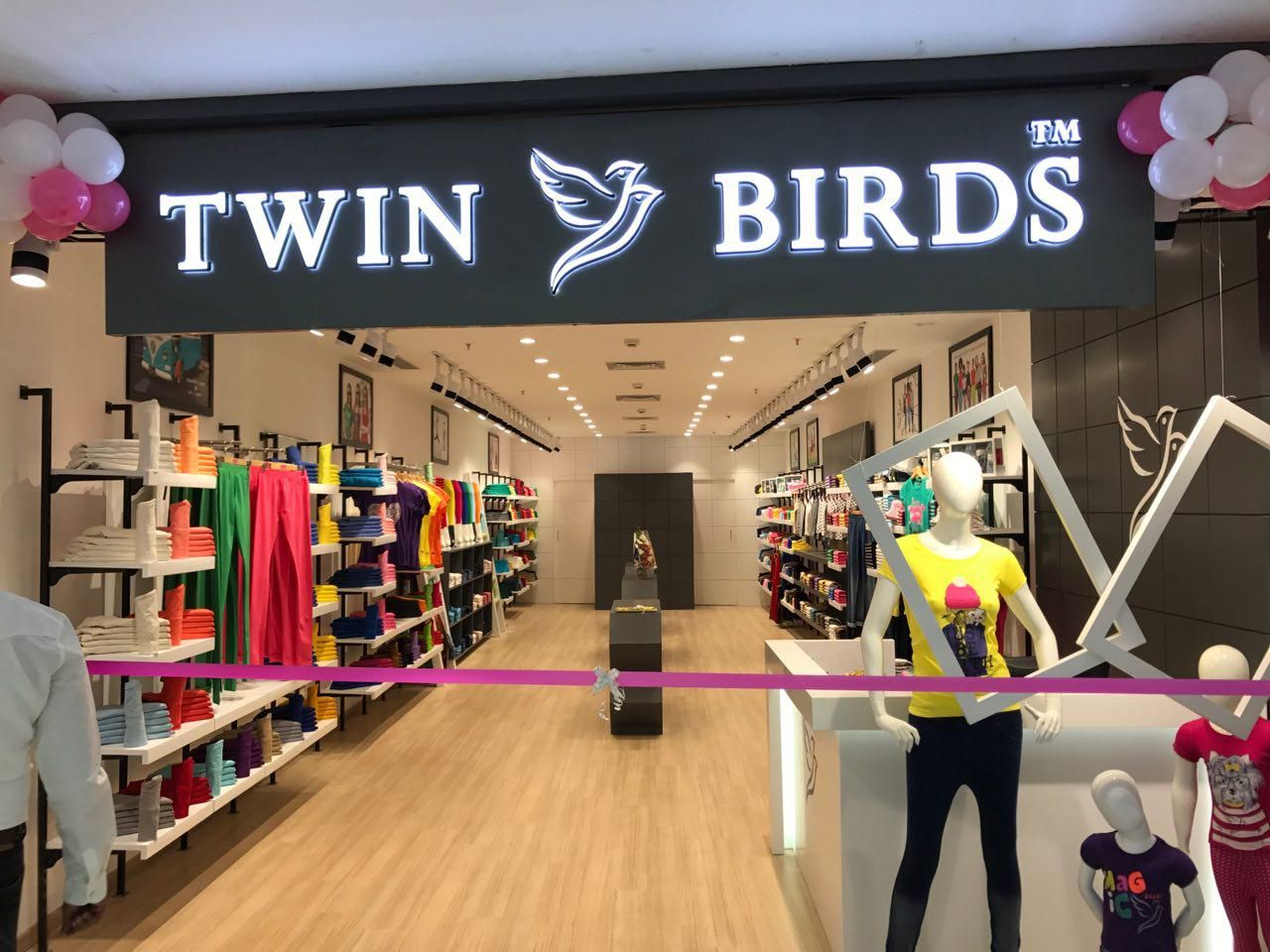 Twin Birds Yet Another Outlet Designed And Executed In Coimbatore This Is How Concolor Interiors Multiplies Succes Interior Designers Interior Best Interior
