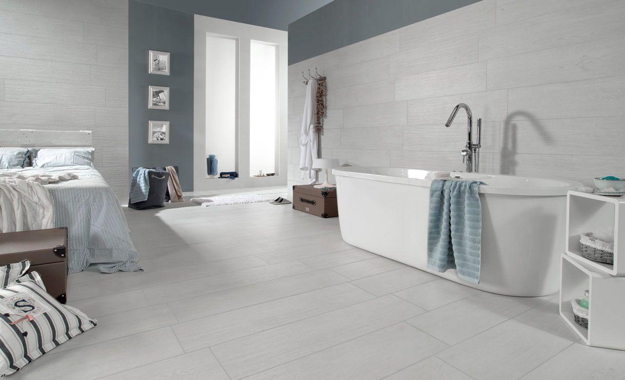 Paviment i revestiment d 39 un bany amb el model madeira for Hormigon pulido blanco