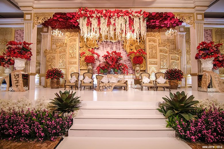 Kevin and monicas wedding venue at shangri la jakarta kevin and monicas wedding venue at shangri la jakarta decoration by lavender decoration dress by soko wiyanto accessories by rinaldy yunardi mua junglespirit Image collections