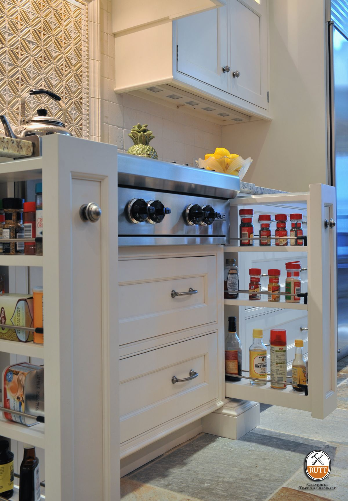 Base Pullout Columns Flanking The Cooktop Or Range Provide Storage For Oils And Es