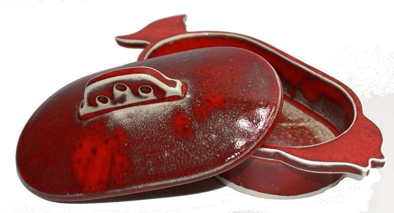Fischdose in rot glasiert