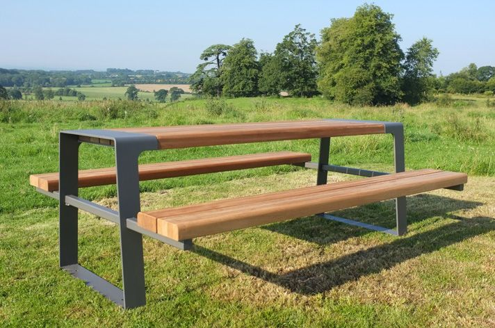 Outdoor picnic table with modern design Picknicktisch