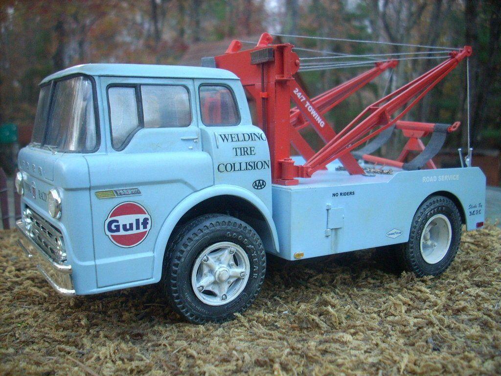 Built ford cab over gulf garage wrecker holmes tow truck diorama junkyard
