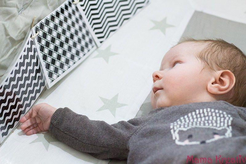 wie besch ftige ich mein baby 0 3 monate teil 1 baby. Black Bedroom Furniture Sets. Home Design Ideas