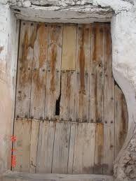 Puertas antiguas de madera buscar con google puertas for Imagenes de puertas de madera antiguas